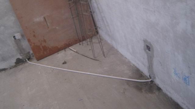 卧室灯带(灯带用采用日光灯管照明)双控布线到床头