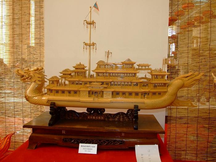 湖北武汉木雕船模——隋代大龙舟
