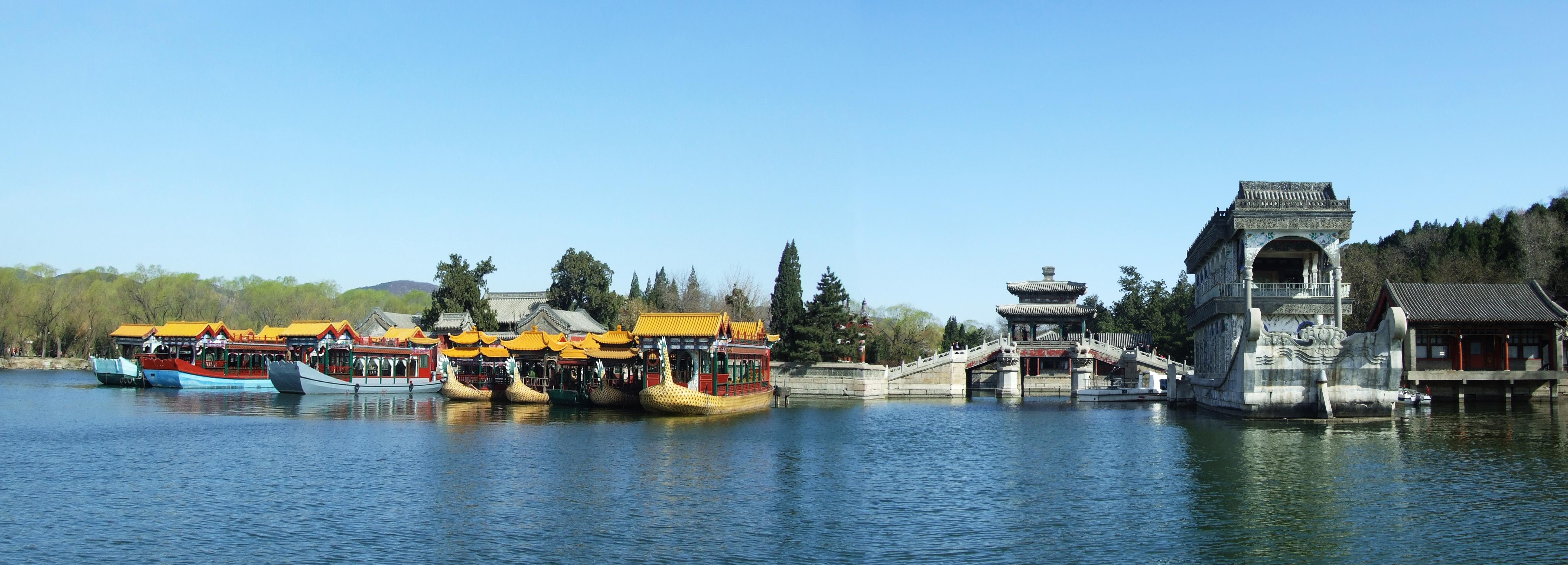 春风吹绿昆明湖,桃红柳绿颐和园