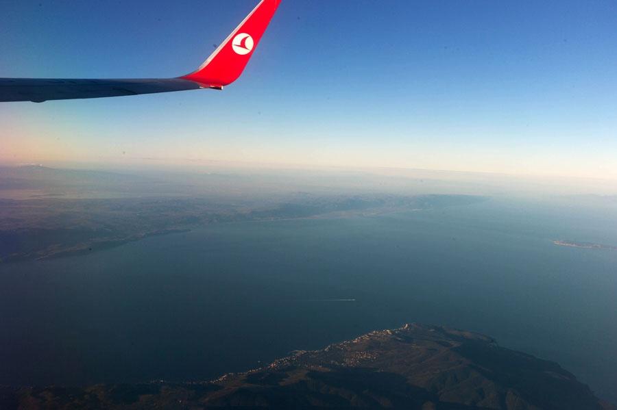 们预定了土耳其航空的航班tk021从北京出发,经过一夜10个小时的飞行于