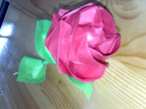 玫瑰花的叠法``(叠好后送妈妈吧~)