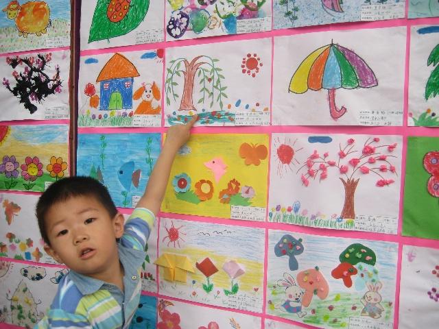 幼儿园画展--有豆子作品啊!
