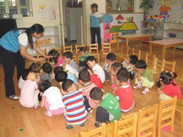 幼儿园泡泡泥制作小青蛙