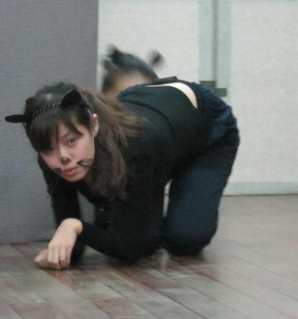 我们的表演作业~~模仿动物练习 几张课上图片!