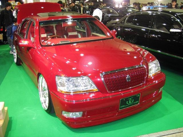 丰田皇冠改装红色