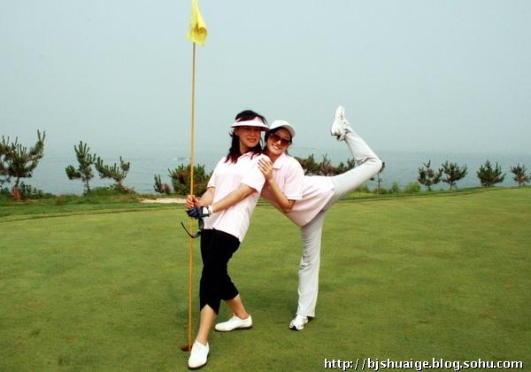 高尔夫俱乐部隆重举行,有众多演艺界和体育界的明星前来捧场, 陈道明