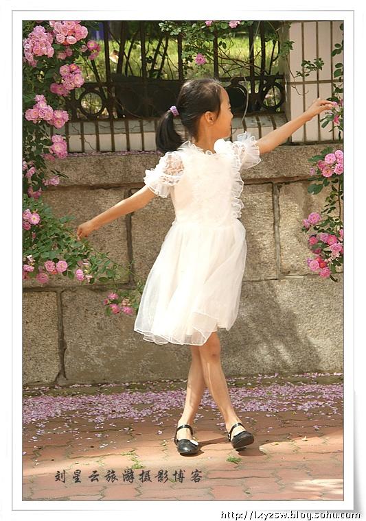 跟拍一位学舞蹈的漂亮可爱的小姑娘