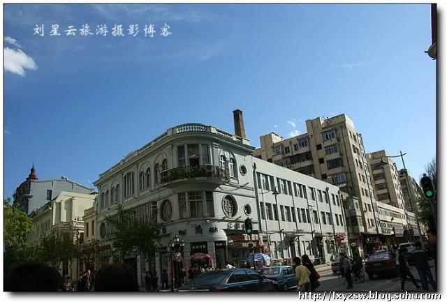 实拍汇集欧式风情建筑的哈尔滨中央大街步行街