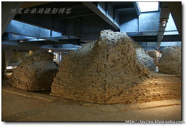 游览浙江杭州古雷峰塔遗址实拍图片