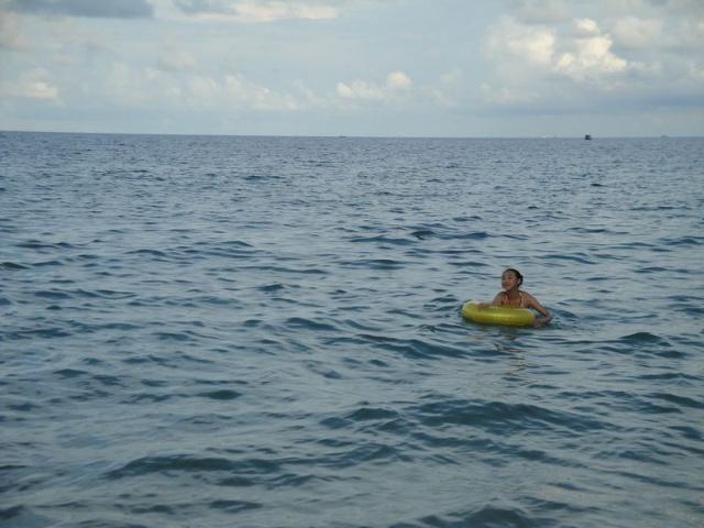涠洲岛贝壳沙滩图片游泳的图片