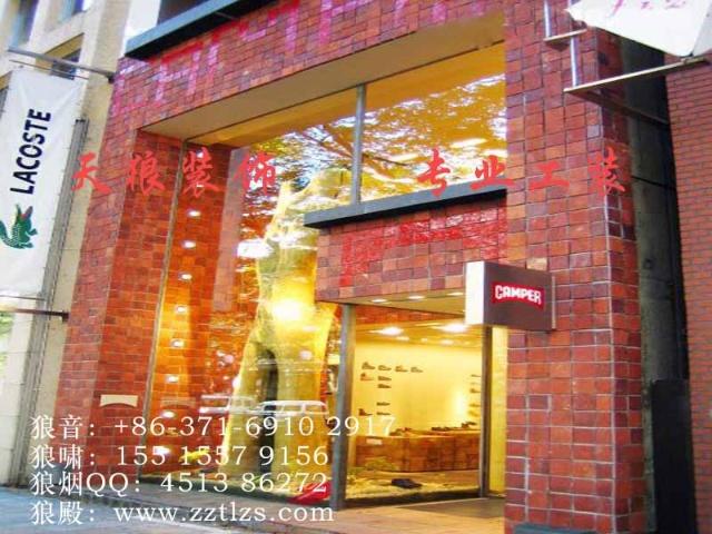 鞋店的招牌设计要简单独特,鞋店橱窗设计时要求整洁明亮,里面摆放个性